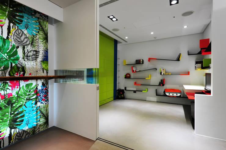 室內設計 市政廳 H House:  書房/辦公室 by 黃耀德建築師事務所  Adermark Design Studio