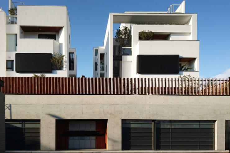 建築設計+室內設計 白居29 HW House:  房子 by 黃耀德建築師事務所  Adermark Design Studio