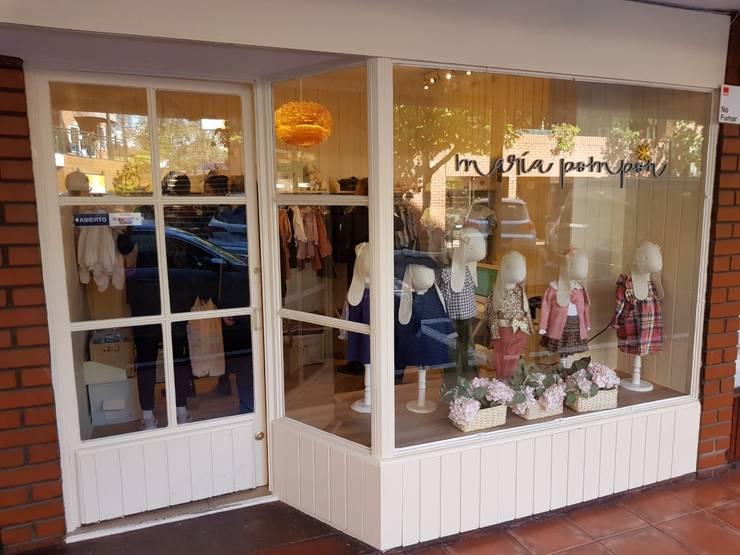 local comercial: Centros Comerciales de estilo  por ATELIER3