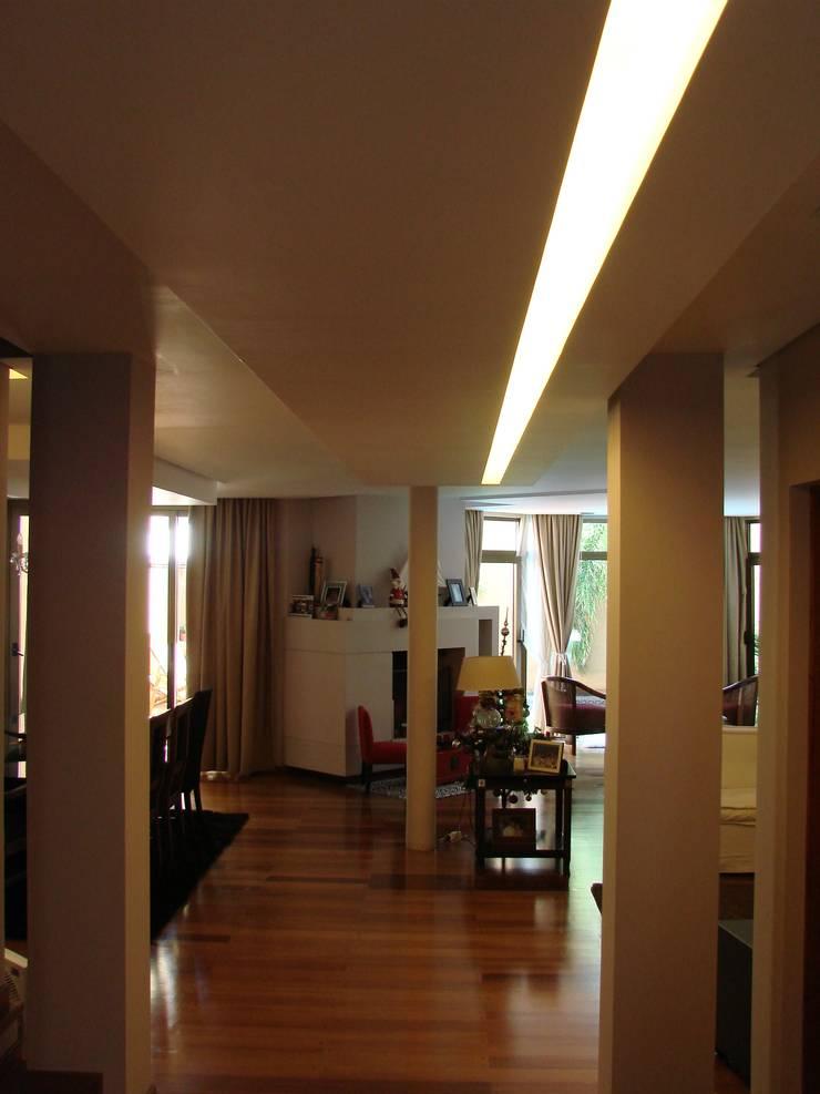 01: Pasillos y recibidores de estilo  por Módulo 3 arquitectura