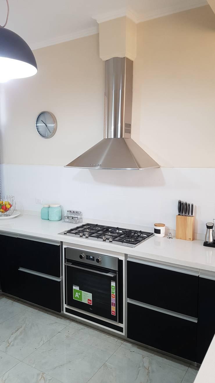 Proyecto en Vina del mar: Muebles de cocinas de estilo  por isabella cocinas