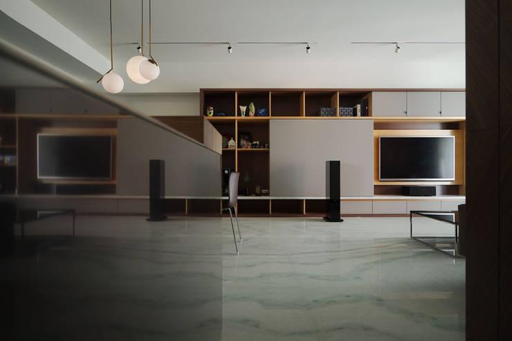 客廳:  地板 by 直方設計有限公司