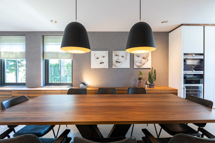 Modern dining room by Aangenaam Interieuradvies Modern Solid Wood Multicolored