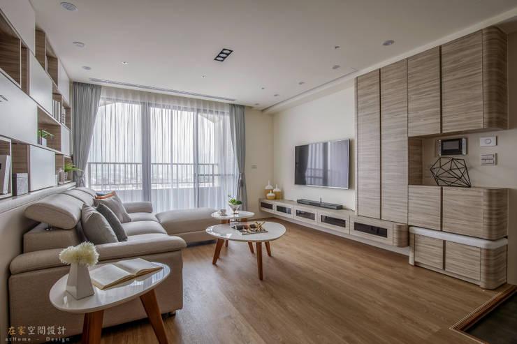 宜蘭-歡歡喜喜建案(住宅設計):  客廳 by 在家空間設計