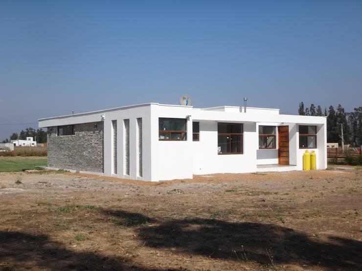 VIVIENDA GARRIDO: Casas unifamiliares de estilo  por ARKITEKTURA