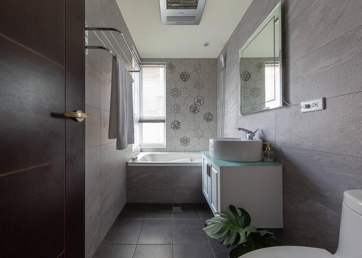 主浴:  浴室 by 創喜設計