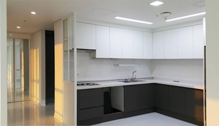 두산 위브더스테이트 45평형: 디자인모리의  주방,모던