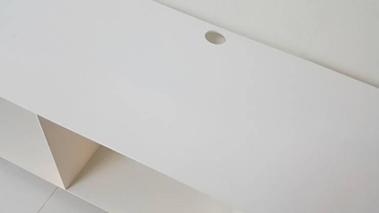 두산 위브더스테이트 45평형: 디자인모리의  거실,모던