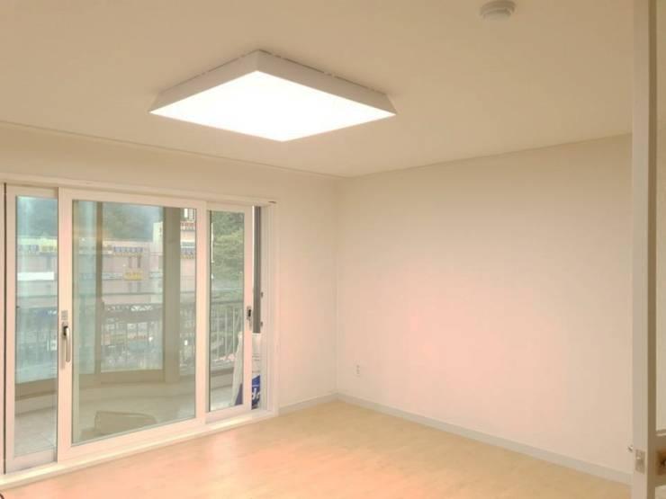 수서삼성아파트 32평: 디자인모리의  방,모던