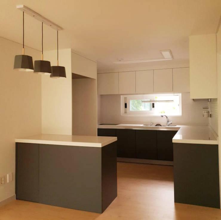 수서삼성아파트 32평: 디자인모리의  주방,모던