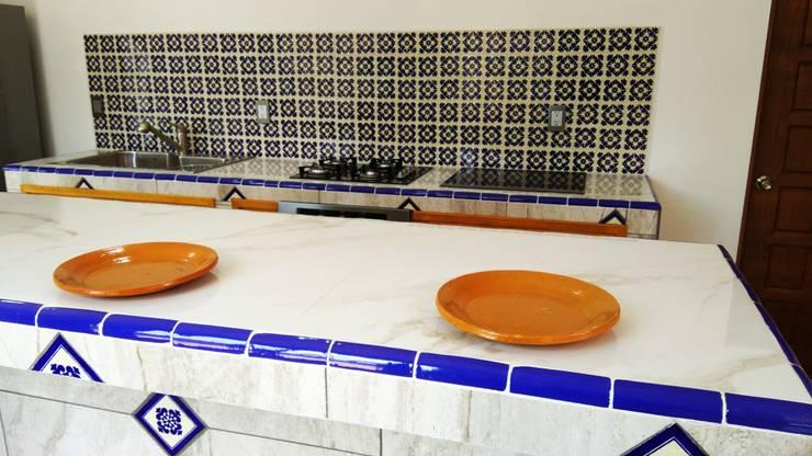 Casa Chachapa: Cocinas equipadas de estilo  por Itech Kali