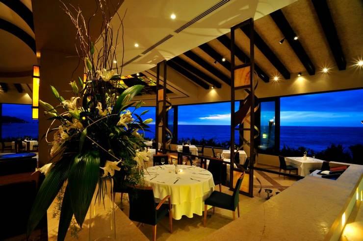 Garza Blanca: Comedores de estilo topical por Facere Arquitectura