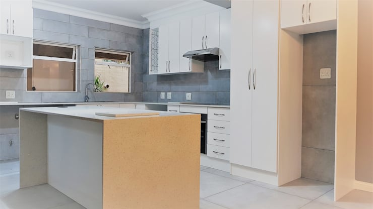 Kitchen Revamp—Classic :  Kitchen by Zingana Kitchens and Cabinetry , Classic