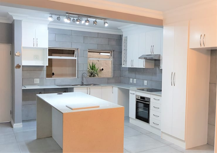 Kitchen Revamp—Classic :  Built-in kitchens by Zingana Kitchens and Cabinetry , Classic