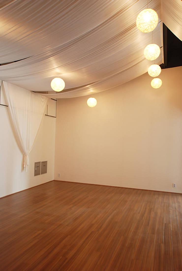 요가 스튜디오2: 디자인모리의  상업 공간,모던