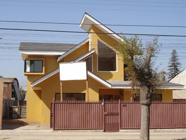 FACHADA PONIENTE: Casas de estilo  por ARKITEKTURA
