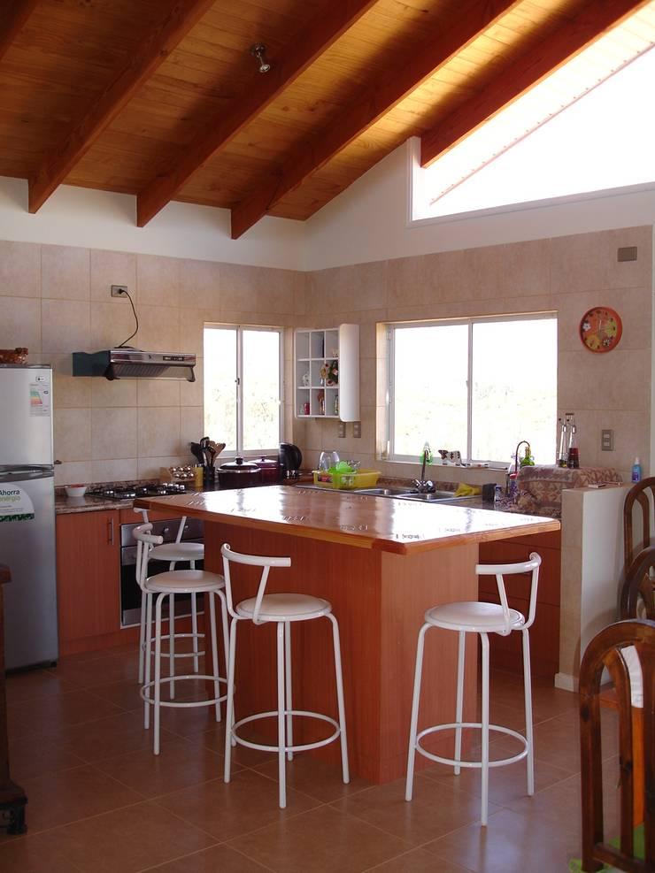 COCINA: Cocinas de estilo  por ARKITEKTURA