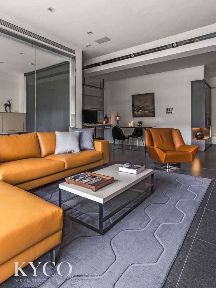 客廳沙發區:  室內景觀 by 芮晟設計事務所