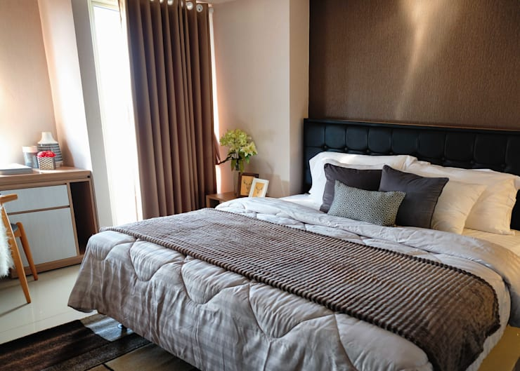Tanglin Apartment:  Kamar Tidur by EquiL Interior