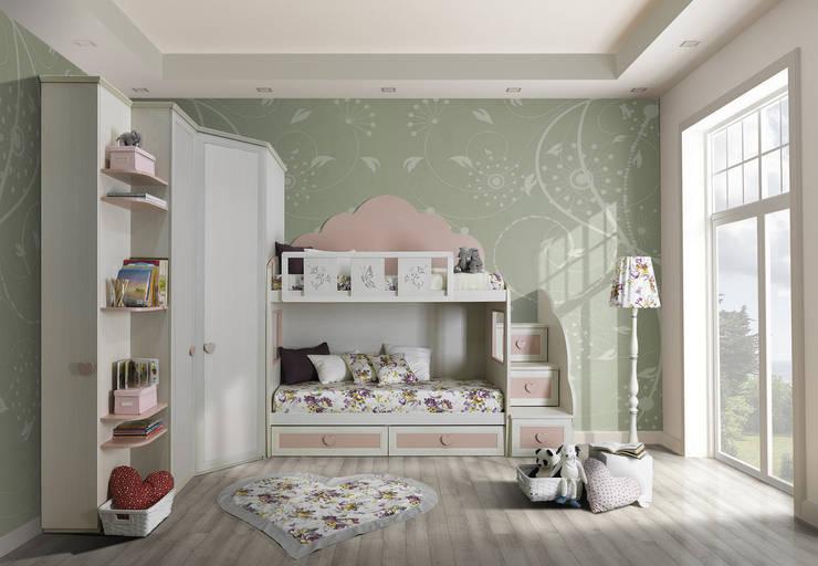 Collezione Old: Camera da letto in stile in stile Classico di Ferrari Arredo & Design