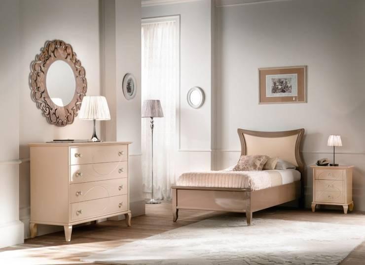 Collezione Classic: Camera da letto in stile in stile Classico di Ferrari Arredo & Design