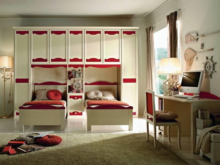 Collezione Beverly: Camera da letto in stile  di Ferrari Arredo & Design