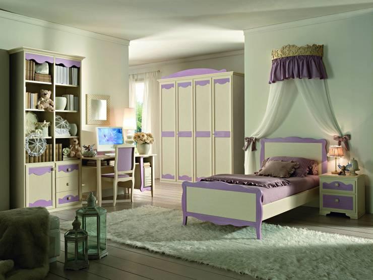 Collezione Beverly: Camera da letto in stile in stile Classico di Ferrari Arredo & Design