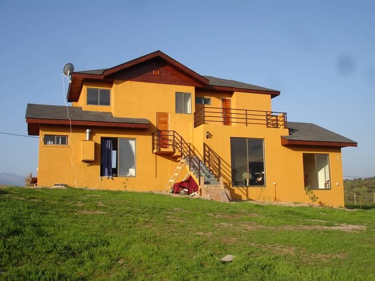 FACHADA SUR: Casas de estilo  por ARKITEKTURA