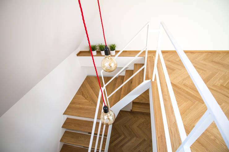 Escaleras de estilo  por Fiedler + Partner, Escandinavo Hierro/Acero