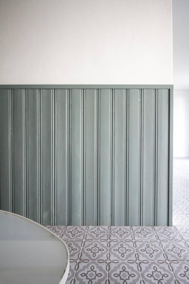 Pasillos y vestíbulos de estilo  por Fiedler + Partner, Escandinavo