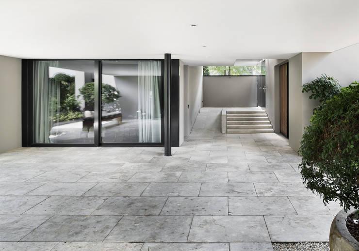 Puertas de entrada de estilo  de meier architekten zürich, Moderno