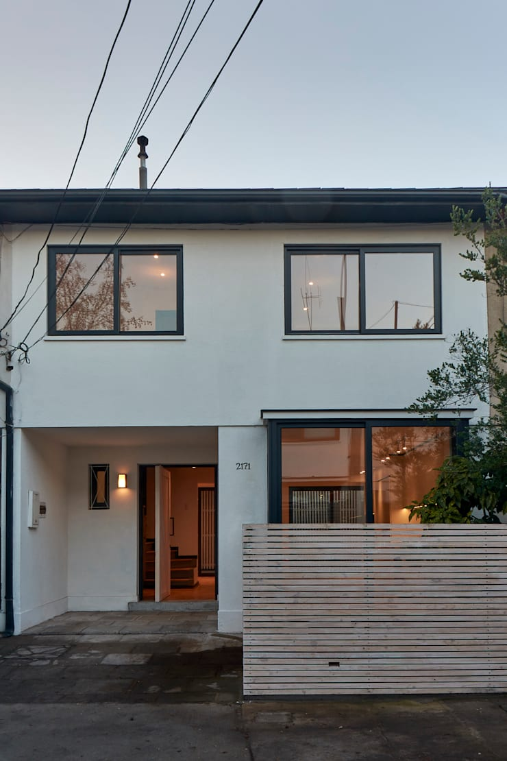 Fachada: Casas de estilo  por LEON CAMPINO ARQUITECTURA SPA
