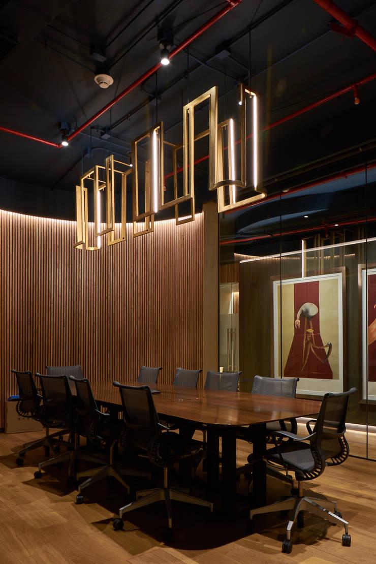 Sala de Reuniones : Estudios y biblioteca de estilo  por LEON CAMPINO ARQUITECTURA SPA