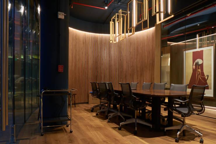 Sala de Reuniones: Estudios y biblioteca de estilo  por LEON CAMPINO ARQUITECTURA SPA