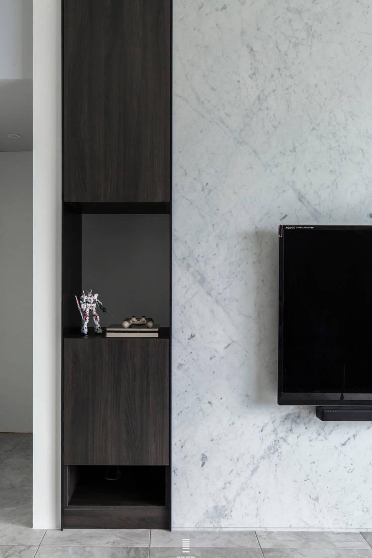 Xizhi C House:  牆面 by 質覺制作設計有限公司