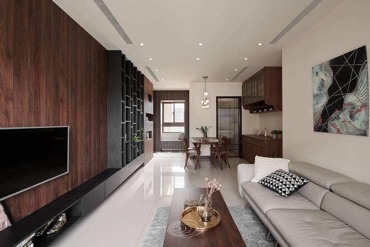 紋理.線條:  客廳 by 層層室內裝修設計有限公司