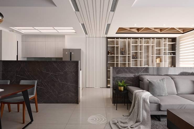 四象限:  客廳 by 層層室內裝修設計有限公司