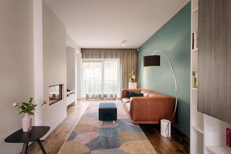 Wohnzimmer von StrandNL architectuur en interieur, Modern