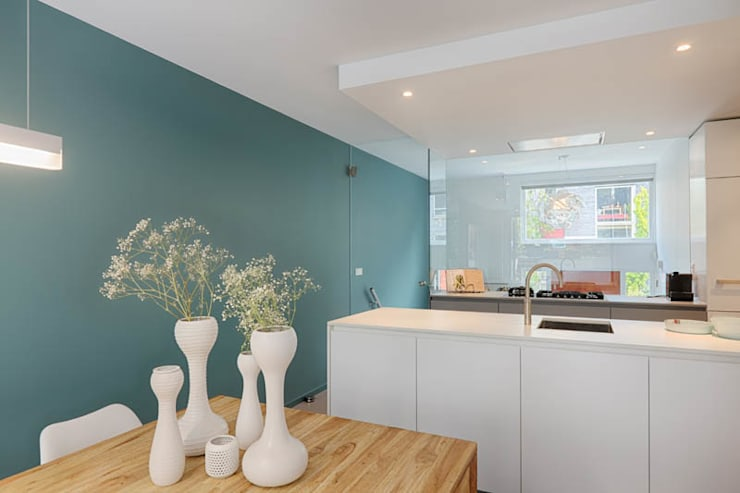 Dapur oleh StrandNL architectuur en interieur, Modern