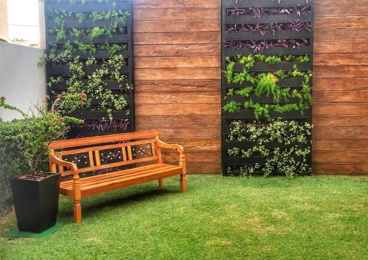 Jardim Minimalista Com Toque Rústico: Jardim  por Barrocarte