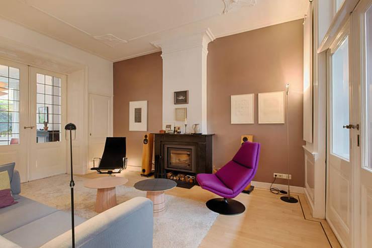 Salones de estilo moderno de StrandNL architectuur en interieur Moderno