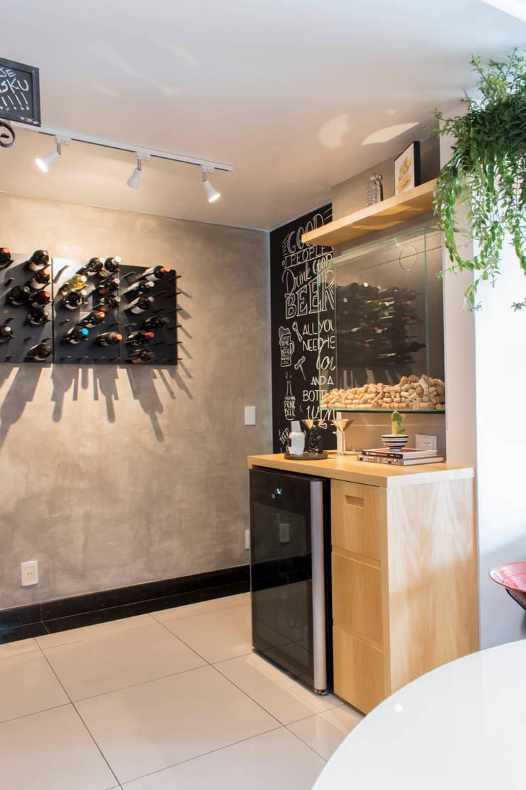 Wine cellar by CORES - Arquitetura e Interiores, Modern