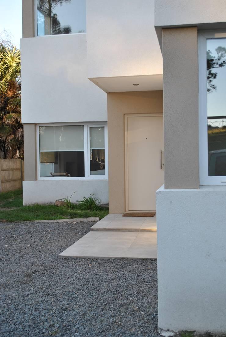 Casa BM: Casas de estilo  por Gomez Vidaguren Arquitectos,