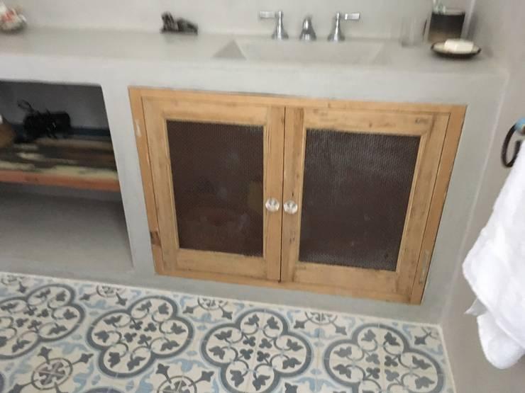 Casa LO: Baños de estilo  por Gomez Vidaguren Arquitectos,