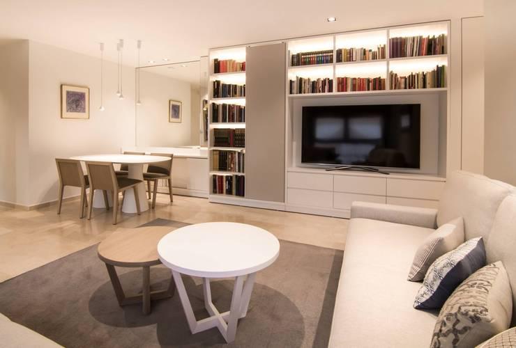 Proyecto Decoración Vivienda en Murcia Centro: Salones de estilo  de Keinzo Interiores