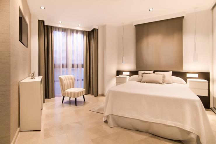 Proyecto Decoración Vivienda en Murcia Centro: Dormitorios de estilo  de Keinzo Interiores