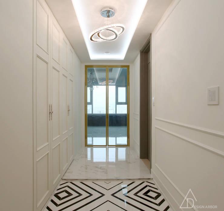 호텔같은 복층 펜트하우스 인테리어: 디자인 아버의  복도 & 현관
