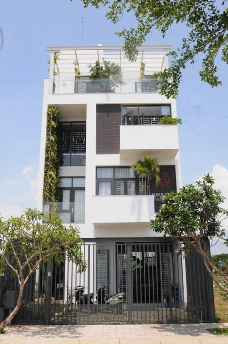 Nhà có sân thượng by Công ty thiết kế xây dựng Song Phát