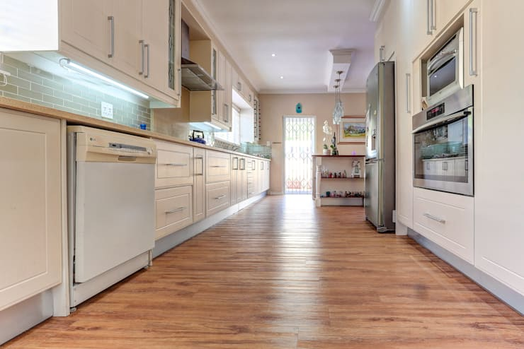 Kitchen by Wanabiwood Flooring