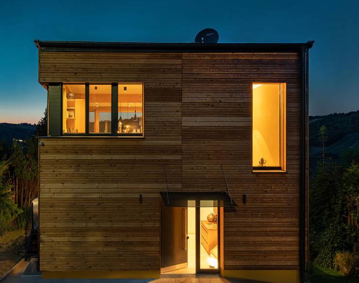 HAUS IN WEIDLING:  Häuser von AL ARCHITEKT - Architekten in Wien
